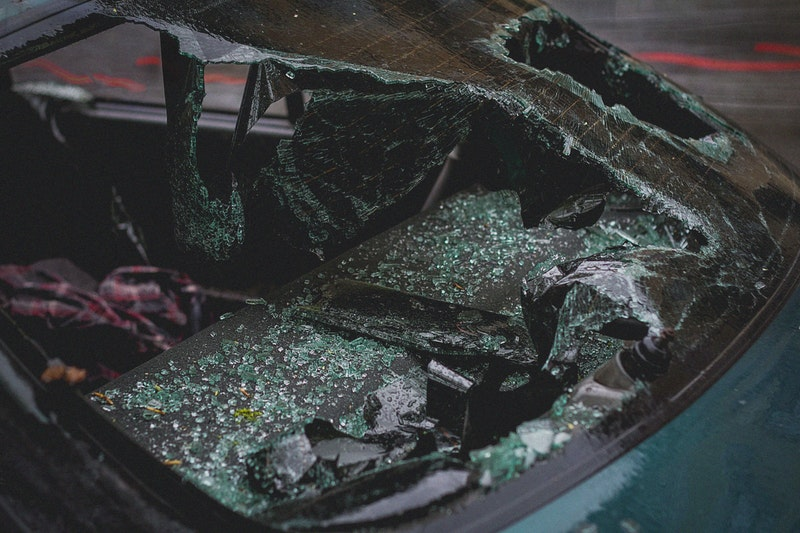 Mesa, AZ - Multi-Vehicle Crash Blocks Right Lane on US 60 at Alma School Rd