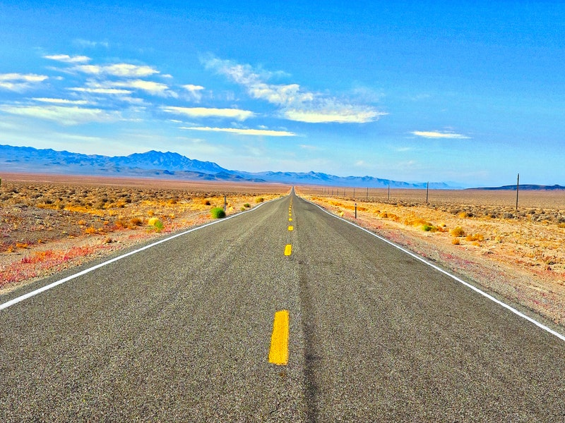 Phoenix, AZ - Multi-Vehicle Wreck Blocks I-17 Lanes at Durango Curve