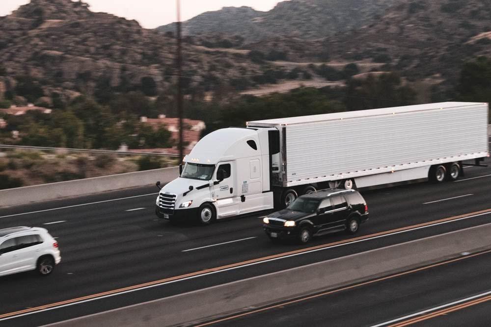 Phoenix, AZ - Crash Involving Box Truck Closes HOV Lane on L-101